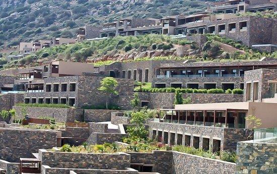 Daios Cove Luxury Resort & Villas : Вид корпусов