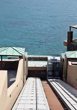 Daios Cove Luxury Resort & Villas : Фуникулер