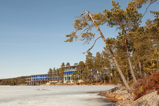 Roemskog Spa & Resort : Nice view of hotel with ice covered lake