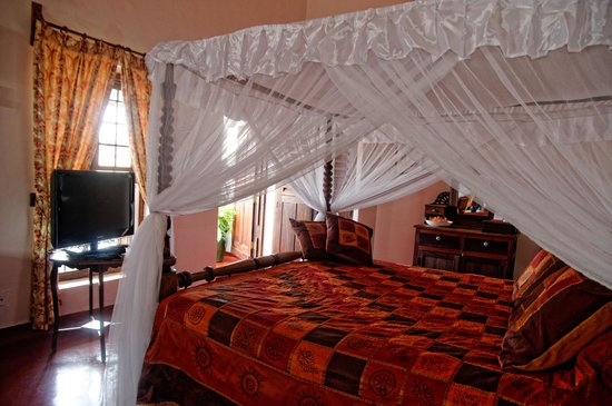 Zanzibar Palace Hotel : Romantic Suite Sultana - Victorian Style Bed