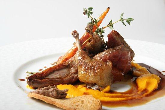 Restaurante El Tres : Pichón deshuesado con puré de zanahoria y tostada de higaditos