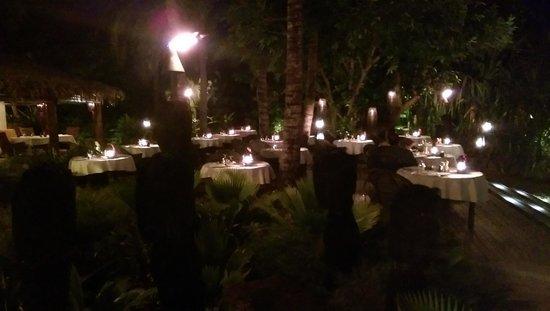 Tokoriki Island Resort: Dinner at night