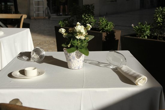 Restaurante El Tres : Terraza acogedora en pleno centro de Málaga