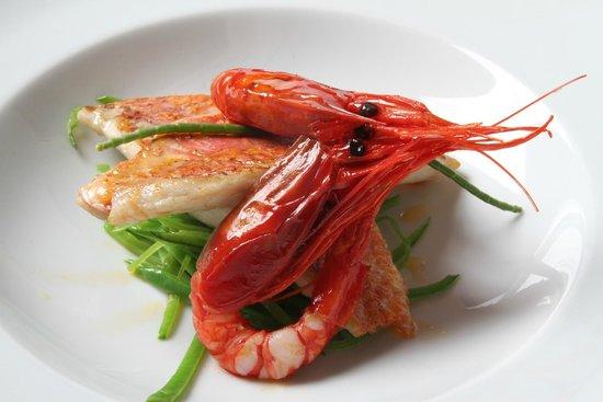Restaurante El Tres : Salmonete con carabineros y gazpachuelo tibio