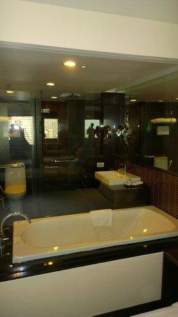 Furama Silom: Modern Bathroom