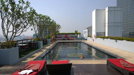 Furama Silom: Great swimming pool