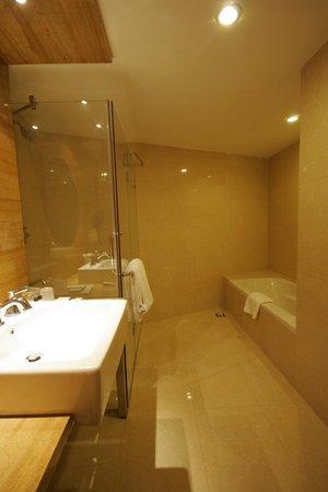 Hotel Trinity Isle: Suite Room Bathroom