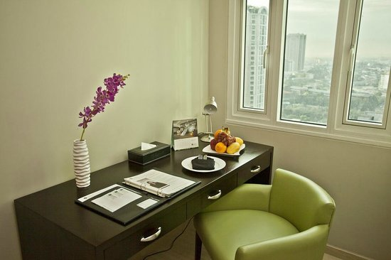The Exchange Regency Residence Hotel: Study Table