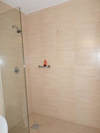 Gillieru Harbour Hotel: Very good shower