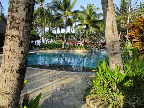 The Laguna, a Luxury Collection Resort & Spa: Main pool with beach in background