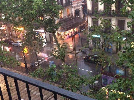 Hostal Boqueria: La Rambla from our room, famous fruit and veg market opposite!