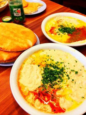 Abu Hasan / Ali Karavan: Best hummus I ever had...so smooth