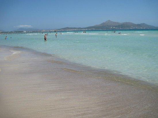 Playa de Muro: Солнечный день на пляже