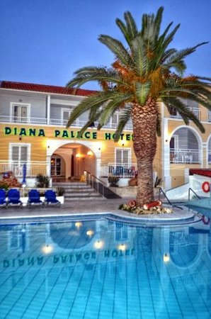 Diana Palace Hotel: Palm tree. The most photographed tree in Argassi!