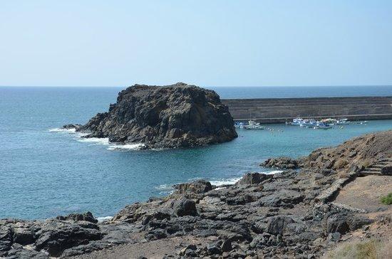 El Roque de los Pescadores_ Le Rocher et le port