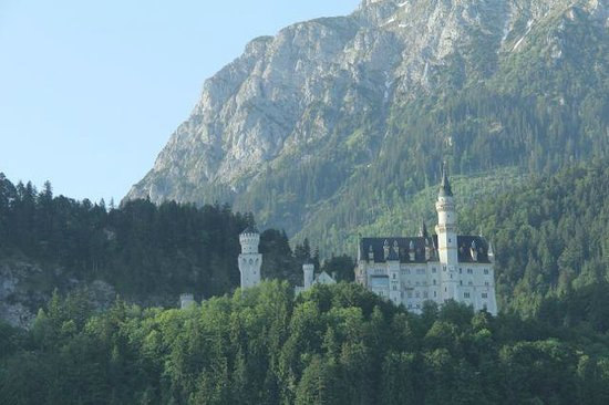 Castillo de Neuschwanstein: Our first view of Neuschwanstein