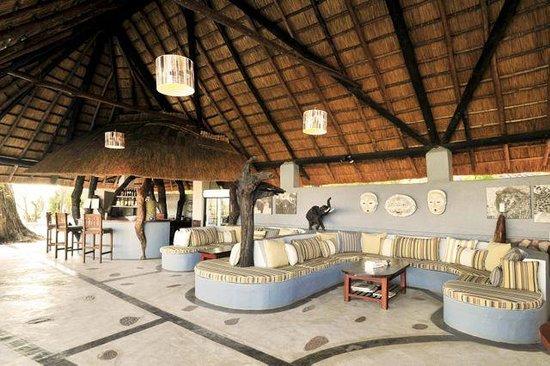 Kafunta River Lodge: Bar and lounge