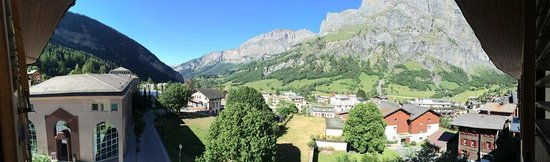 Heliopark Hotels & Alpentherme Leukerbad: Panoramic views from room 406