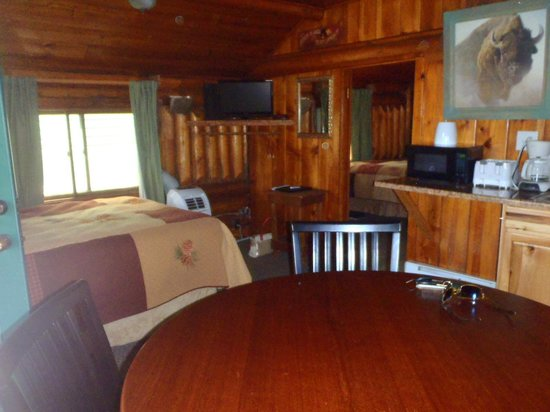 Moose Creek Cabins and Inn : Interior of cabin