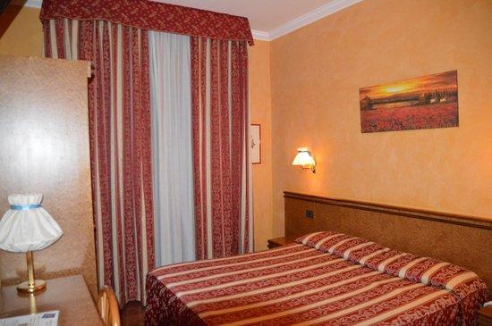 Hotel Rimini : スーツケース2個同時に開ける程度