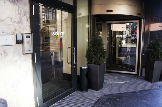 Park Inn by Radisson Oslo: Hotel entrance
