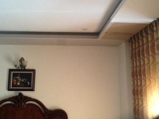 Marguerite Hotel: ceiling