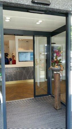 ibis Styles Geneve Gare: Le hall d'entrée