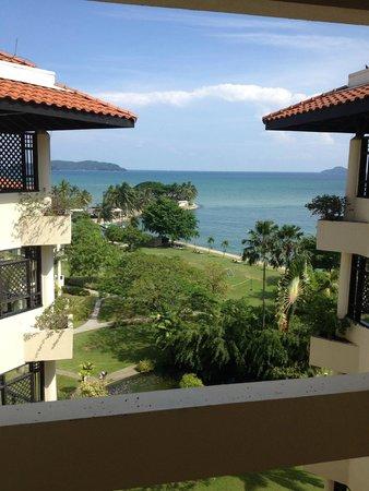 Shangri-La's Tanjung Aru Resort & Spa: Corridor view from level 7, Kinabalu wing