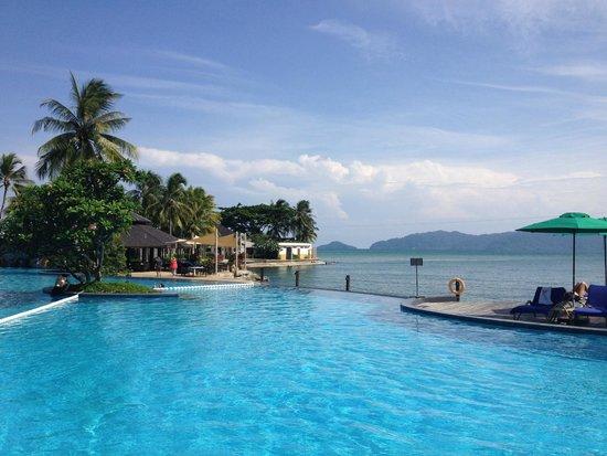 Shangri-La's Tanjung Aru Resort & Spa : Pool area