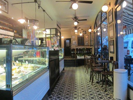 Anita Cafe La Mamma del Gelato: Inside