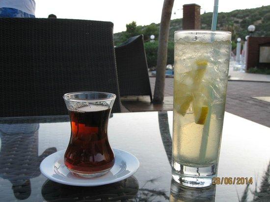 Tusan Beach Resort: Drink i herbata w barze