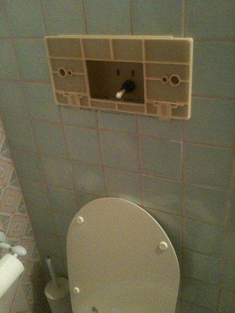 Sporting Hotel Tanca Manna : Scarico del wc della stanza 107