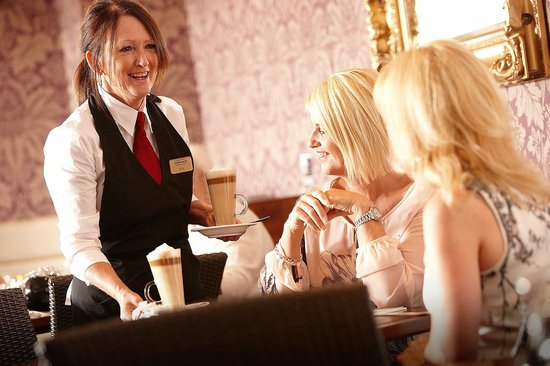 Олдхэм, UK: The Wickentree Restaurant Waitress