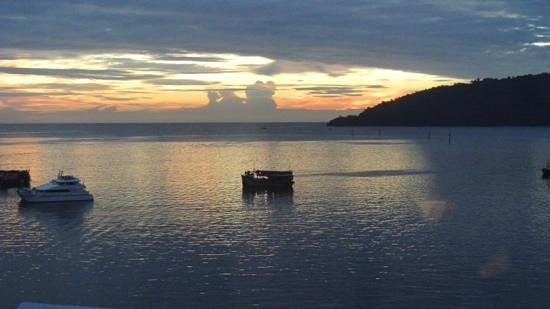 Le Meridien Kota Kinabalu: sunset view from the room