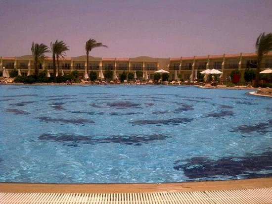 Hilton Sharks Bay Resort: Hotel & Pool 'new side'