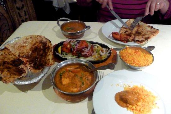 Priyas Palace: Well presented food.