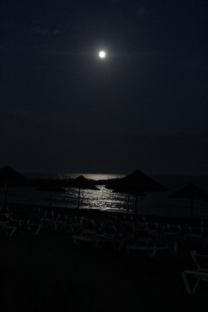 Mediterranean Beach Hotel: Full moon at beach area