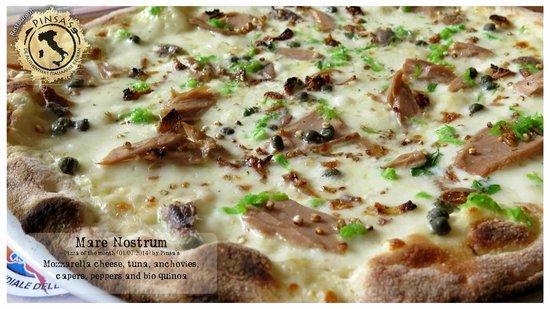 Pinsa's Restaurant: Mare Nostrum: mozzarella cheese, tuna, anchovies, capers, peppers and bio quinoa
