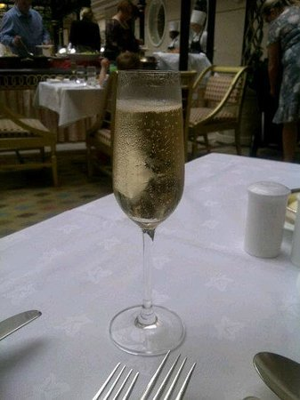 Sunday Champagne Brunch at The Landmark London: Unlimited champagne!