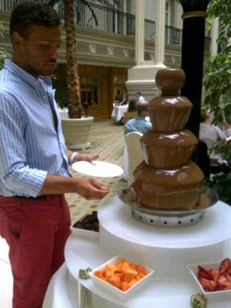 Sunday Champagne Brunch at The Landmark London: Dessert- chocolate fountain