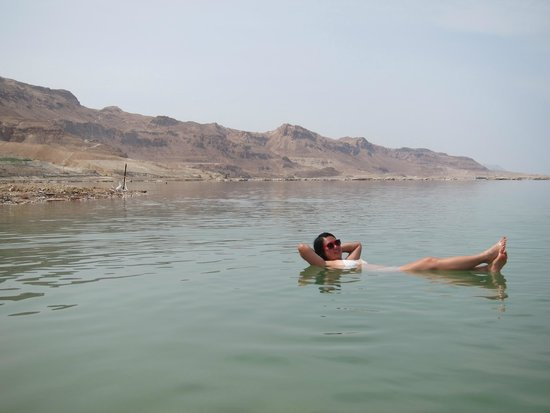Hod Hamidbar Resort and Spa Hotel : A very weird experience to float in the Dead Sea