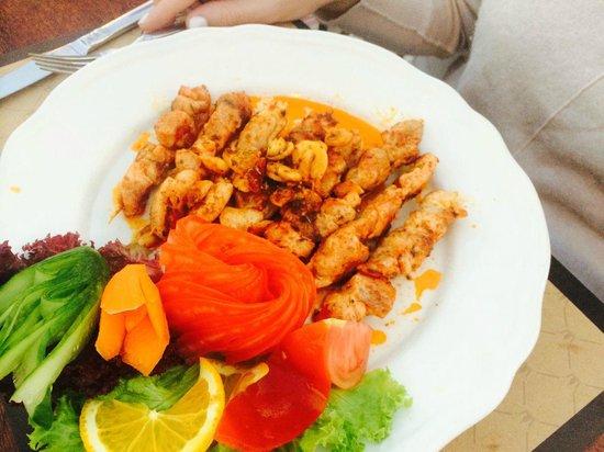 Ziggy's Shoppe & Cafe: chicken kebabs.