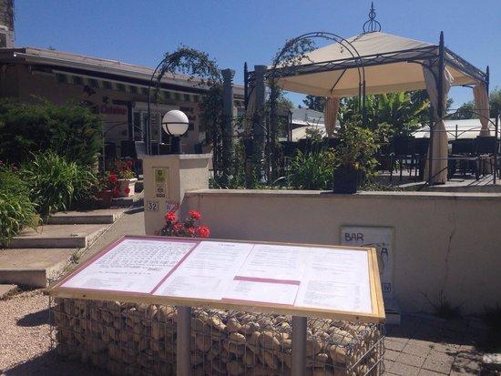 Le Saint Antoine : Entrée du restaurant avec la terrasse
