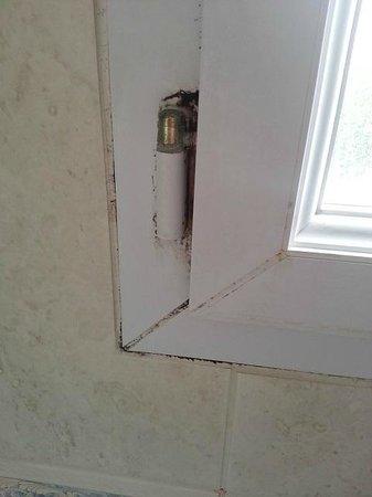 La Closerie Cabourg : fenetre salle de bain