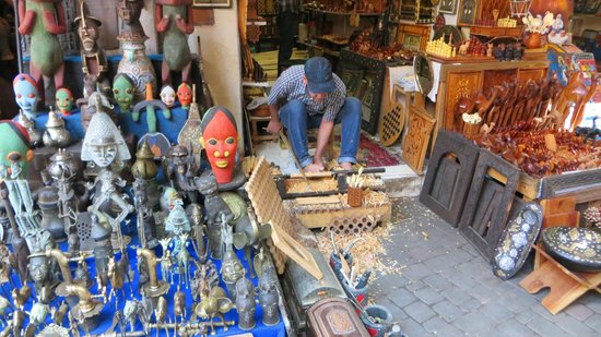 Beachcomber Royal Palm Marrakech : A wood craftsman in the Medina