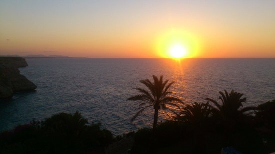 Complejo Calas de Mallorca : 6am sunrise - room view