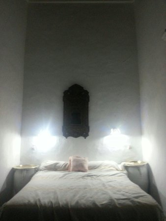 Riad Dalia Tetouan: notre lit.