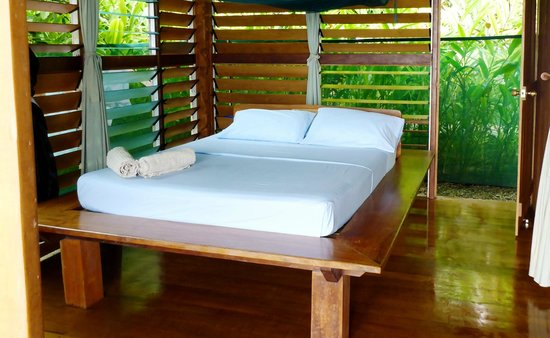 The Wilderness Lodge : comfy bed in the bungalow