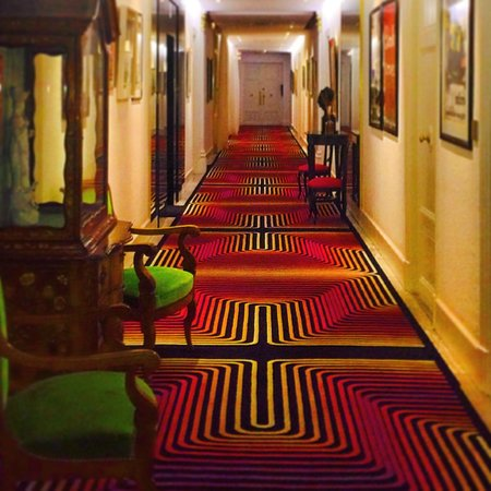 Hotel Negresco: Corridor to rooms
