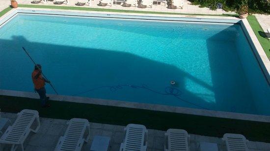 Feakio Hotel: swimmingpool